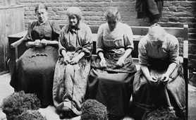 Workhouse inmates picking Oakum